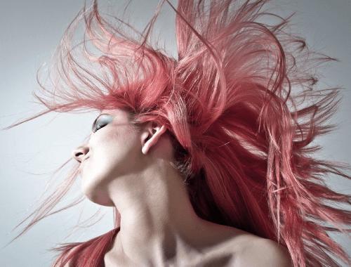 Capelli rosa per un look trasgressivo