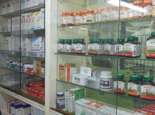 Cosmetici e farmaci Lloyds Farmacia